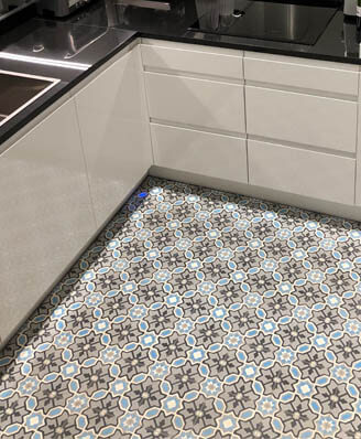 Kitchen floor in old cement tiles in Newcastle by Cimenterie de la Tour